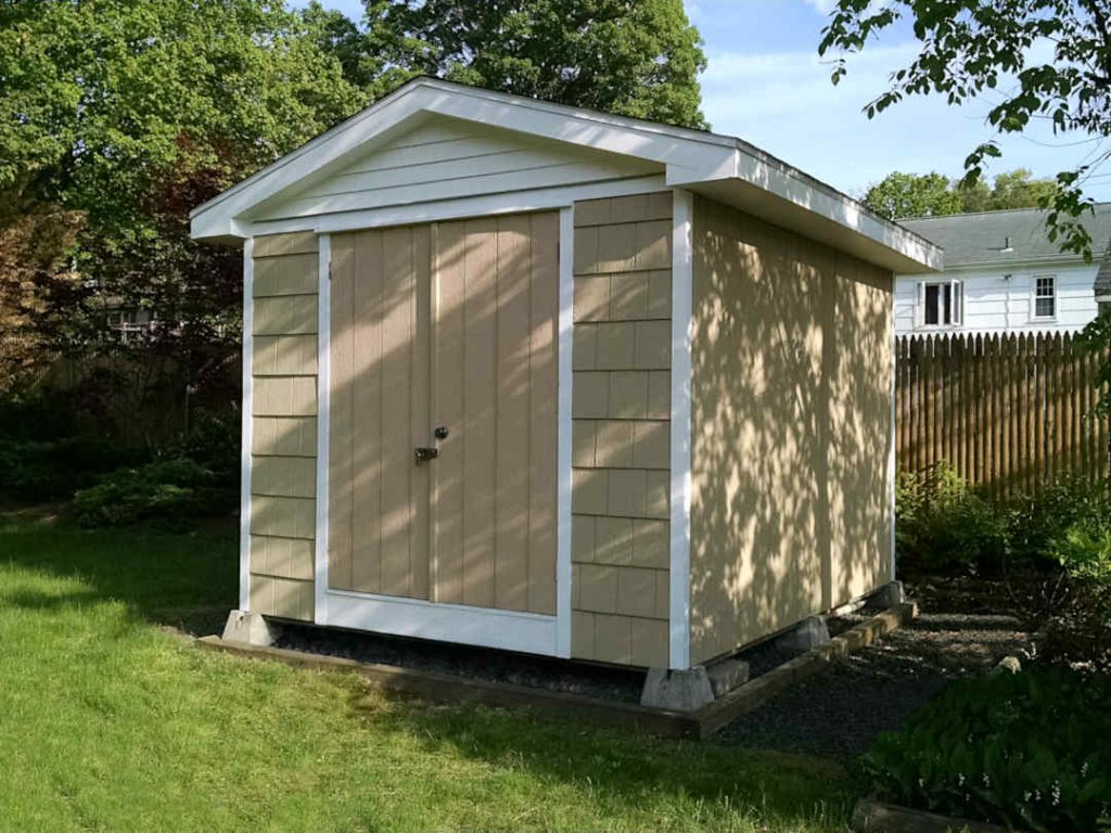 10' x 12' shed with large roof overghangs