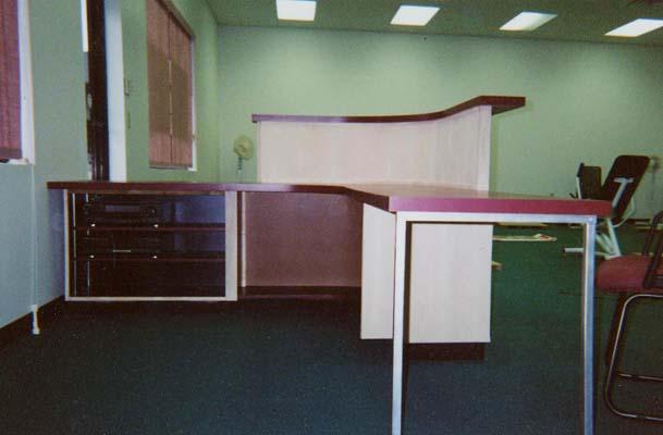 curved-desk-1