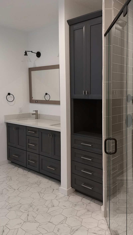 gray-vanity-white-hex-tile