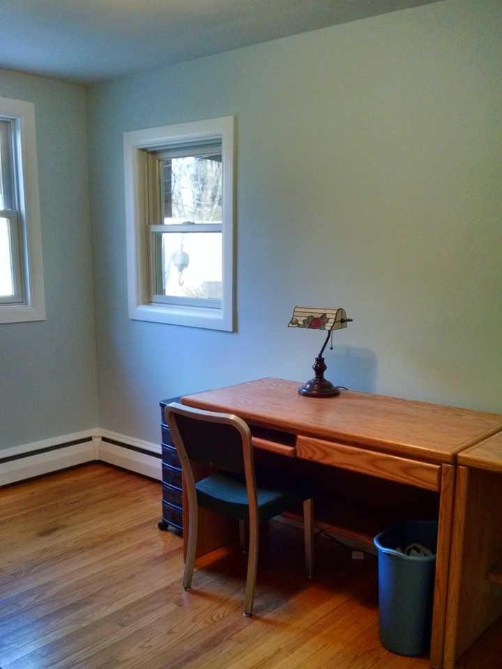 natural-oak-floor-blue-walls-HT