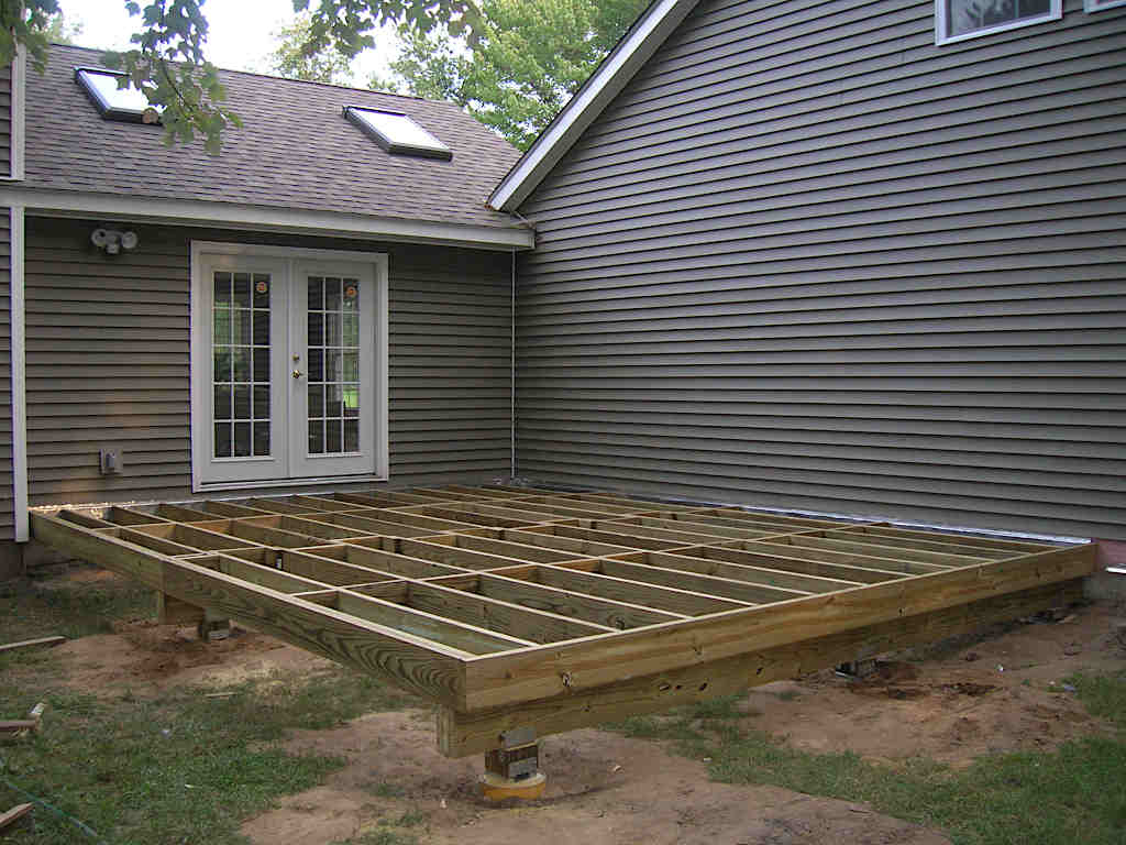 Deck-framing-and-footings-1024