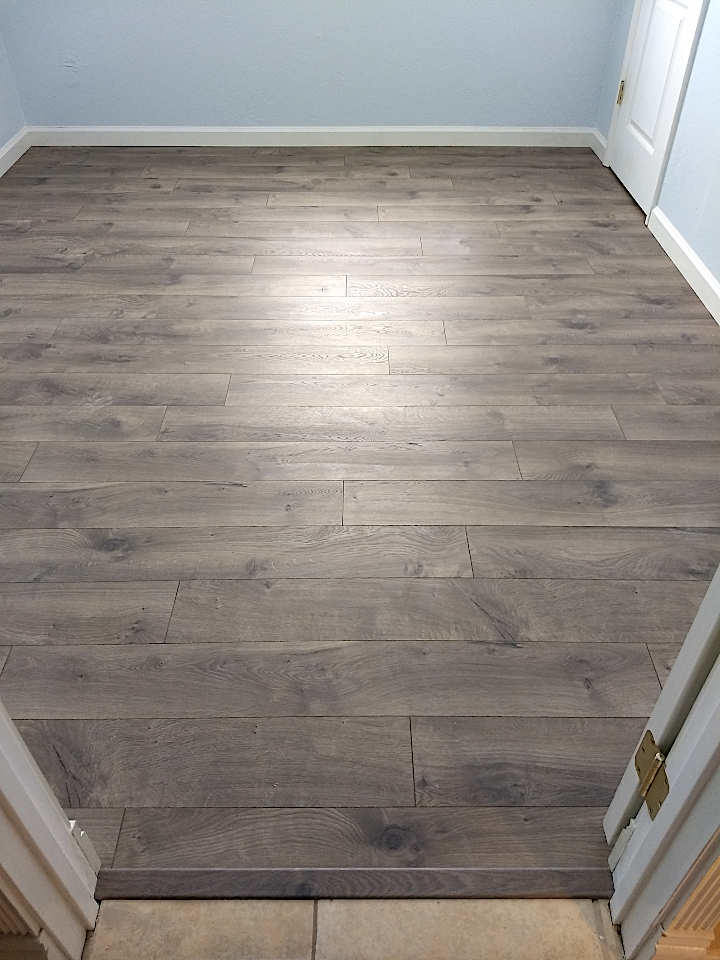 pergo-floor-and-baseboard